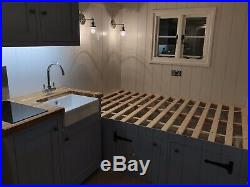Shepherds Hut With Wood Burner, Kitchen, Bathroom And Bed